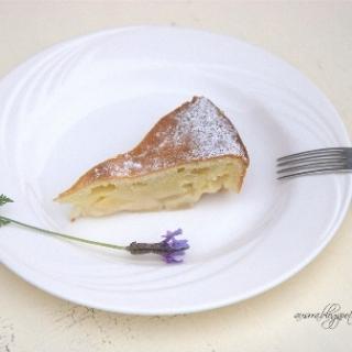 Grietinėlės pyragas su obuoliais