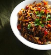 Laukiniai ryžiai su daržovėmis