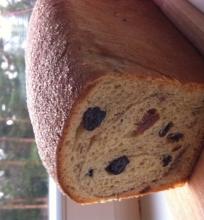 Mielinė razinų-cinamono duonelė
