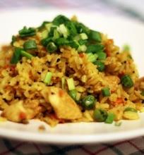 Basmati ryžiai su vištiena ir daržovėmis ir kiaušiniu