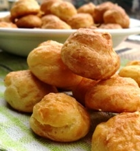 Gougeres – plikyti sūrio pyragaičiai