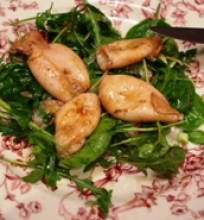 Jaunų kalmarų salotos