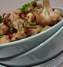 Kalafijorų ir riešutų salotos