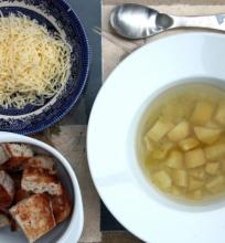 Česnakų sriuba su bulvėmis ir šafranu