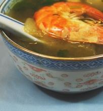 Azijietiška vištienos sriuba su melionais