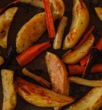 Orkaitėj keptos bulvės.