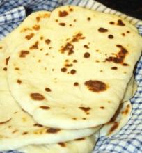 Keptuvėje kepta Naan Duona