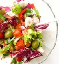 Salotos su vištiena ir keptais baklažanais