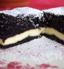 Šokoladinis pyragas su vaniline varške