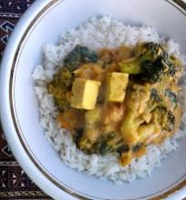 Tofu ir brokolių karis
