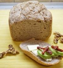 Grikių ir graikinių riešutų duona
