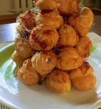 Plikyti pyragėliai su varškės kremu