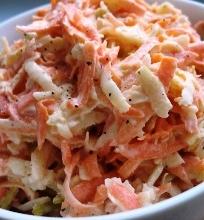 Salierų, morkų ir obuolių salotos su naminiu majonezu