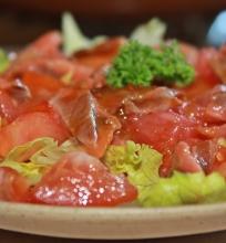 Salotos su greipfrutu ir lašiša