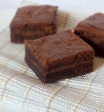 Brownie su žemės riešutų sviesto sluoksniu