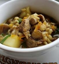 Miško grybų ir perlinių kruopų sriuba