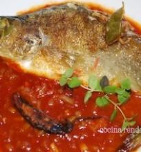 Ešerys labai pomidoriškame padaže