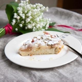 Apverstas rabarbarų pyragas