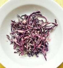 Raudonųjų kopūstų salotos su parmezano sūriu