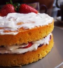 Viktorijos biskvitas (Victoria sponge)